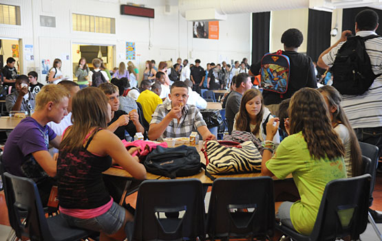 high school lunch table. Students Sit And Eat Lunch At A Table In The Cafeteria On First Day Of School. Photo By Ariana Birondo. High School H